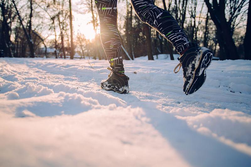 Czy bieganie zimą spala więcej kalorii?